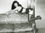 bettie_page_couch